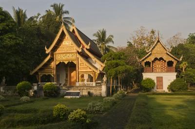 Wat Chiang Man, ubosot and library.