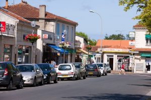 photo de Hourtin dans les Landes. photo de hourtin lac, le centre ville de Hourtin, bourg, commerces